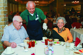 assisted_living_couple_in_dining_room