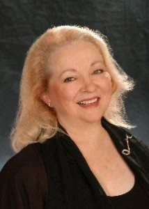 Glennie_assisted_living_in_houston_tx_entertainer