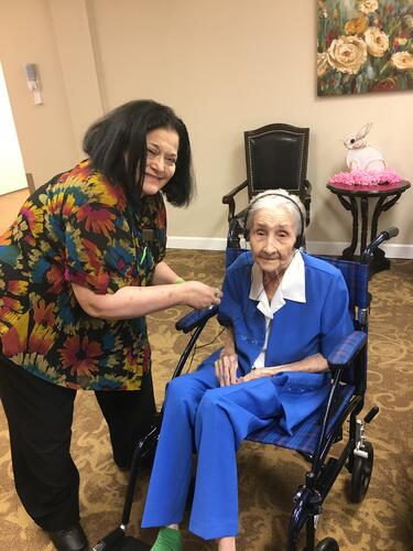 1 IMG_2540_Mrs Bradley nursing homes in houston  music and memory-415849-edited