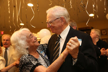 assisted-living-houston-couple-dancing-at-senior-living-event-Maurice Minette-1