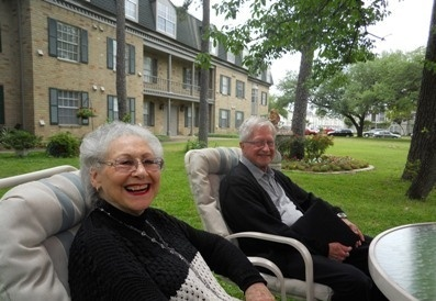 Mom_and_dad_seated_in_Treemont_garden-senior-living-houston.jpg