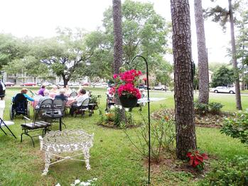 activities-for seniors-houston-assisted-living-typical-schedule-Paulas_Garden_Party