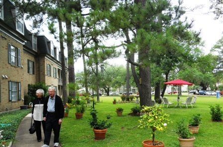 Mom_and_dad_walking_at_Treemont_houston_assisted_living_new_web4.jpg
