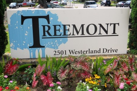 Treemont_sign_wflowers_DSCN2936_webc2.jpg
